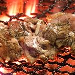 博多のブランド鶏を使った博多華味鳥 鶏の旨み脂で炎をあげて焼き上げる華味鳥は普通の炭火焼きとは一味違います★