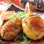 ズワイ蟹爪がまるごと!ホワイトソースから手作りでカニみそたっぷりで濃厚な味わい!! 一度食べたらまた食べたくなるリピートのお客様多しです。