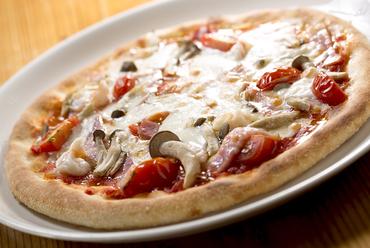 トマトソースにたっぷりに具材がのった『ミックスピザ』