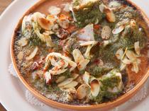 食欲をそそる『小ヤリイカのエスカルゴ風オーブン焼き』