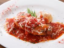 『岩手県清流鶏とパプリカのローマ風トマト煮込み』