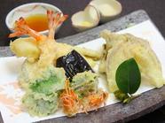 素材そのものの味を楽しめる『海老と季節の野菜盛り合わせ』