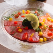 残った魚介の旨味出汁で最後にリゾットorパスタをご用意致します。