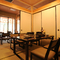 落ち着きのある雰囲気の個室は、足元が楽々、テーブル式