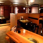 シックで落ち着いた雰囲気の店内には、ボックス席、お座敷を完備