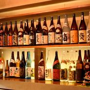ビールから焼酎、ワイン、カクテルなど、種類多数。なかでも焼酎は、気軽に飲めるものから、手に入りにくい銘柄まで揃っています。カウンターに座り1人焼肉で焼酎を一杯。ここならではの楽しみ方です。