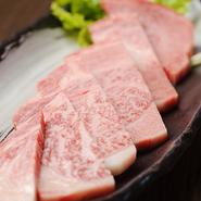 一頭買いだからできる、低価格での提供です。「タン元」「厚切り特選ロース」など、上質なお肉をお値打ちに味わえます。