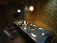 落ち着いた雰囲気の個室を完備、和モダンな内装と上質の肉が自慢