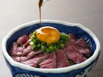 金色に輝く卵、絶品牛肉、新鮮な食材を使った豊富なメニュー