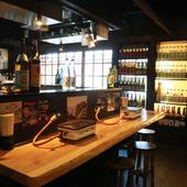 壁にはずらりと並んだ、日本酒や地酒