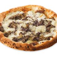 ナポリ風ジェノベーゼの濃厚さとトレビスの苦みがアクセントの大人のピッツァです。