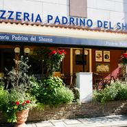 もともと敷地内にあった店を移転。より、コンセプトの南イタリアのリゾートに近い様相を醸しています。