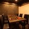静かにお食事ができる現代的な和の空間のお店