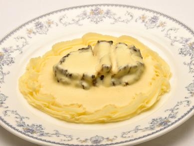 松前産の高級食材を惜しみなく使った『アワビのクリーム煮』