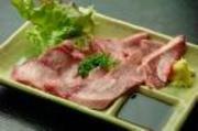 カルビ・ホルモン・タン・鶏モモ・豚バラ・ウインナー・ハラミ・サラダ