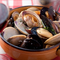 海の幸の香り豊かな『いろんな貝の漁師風ワイン蒸し』