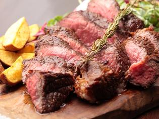 シンプルに調理する『ビステッカ』は和牛の名店【肉の藤枝】から