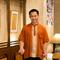 タイの民族衣装に身を包んだスタッフが笑顔でおもてなし