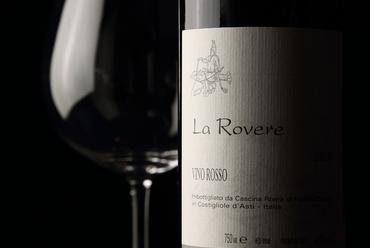 イタリア各地から厳選されたワインをボトルやグラスで