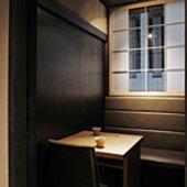 二人だけの空間が距離を縮めてくれる隠れ家個室・石畳の通路から