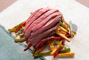 素材の旨味が味わえる『空心流 上州和牛イチボの青椒牛肉絲』