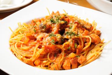 イタリアモッツァレラチーズとバジルのトマトソース