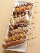 新鮮で食べやすいレバ、柔らかくジューシーなヒナなど、定番の串焼きがリーズナブルに味わえます。