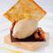 プラリネのムース トンカ豆のアイス マンゴーソース