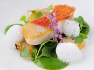 金目鯛のポワレ ルッコラと生姜のソース