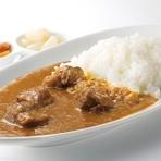 フォンドヴォライユ(鶏のだし)のみを使いじっくり煮込んだ旨味と後から心地よい辛味がくるカレーです。 ※店頭渡しのみでお弁当にもできます(1,400円税別)