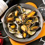 ハマグリ&ムール貝の白ワイン蒸し