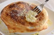 アツアツの出来立てを楽しめる『パイに包まれたチーズリゾット』