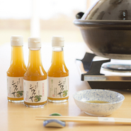 沖縄ならではの味『シークヮーサーポン酢』などの調味料で料理を堪能をできます。お酒もソフトドリンクからお店オリジナルの日本酒、ワインと取り揃っていて泡盛も種類豊富。料理と合わせてじっくり味わえます。