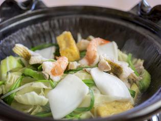 名護のあぐー豚に地元の魚、野菜を使った『島豚蒸し焼き』