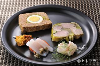旬な食材をテリーヌと、鮮魚も一緒に楽しめる『前菜盛り合わせ』