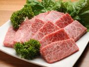 木下牧場のお肉は脂の融点が低く、赤身部分はしっかりと旨味があり、霜降り部分はサラッと溶けるあっさりとした脂と、スッと入ってくる旨味が特徴です。