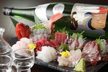 お好みや人数に応じて鮮魚を楽しめる『地魚の盛り合せ』