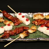 せせりやサガリの串焼きは、鶏料理専門店ならでは品揃え
