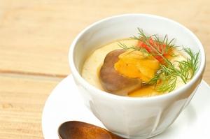 和食職人がつくる『フォアグラの茶碗蒸し、生ウニソース』