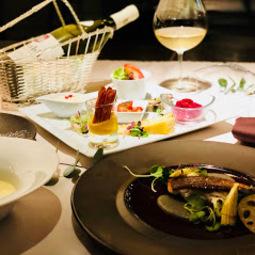 季節の食材を使用しおひとり様ずつ各々に盛り付けて、贅沢な時間を過ごしていただける特別なフレンチコース