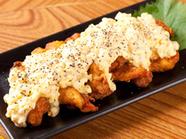 地元の食材が満載! 宮崎産の鶏もも肉に宮崎の地らっきょうを添えた『チキン南蛮』