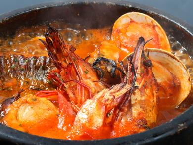 魚の出汁と旨味が口の中に広がる、看板メニュー『ブイヤベース』