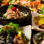 《鶏の水炊き鍋》《熟成鶏の炭焼き》を含む料理7品のリーズナブルプラン!