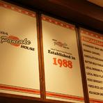1988年にハワイオアフ島で誕生し、現在ではハワイに7つの店舗を構えるロコ達にはおなじみのカフェ。毎年、地元新聞社が選ぶ「ベストパンケーキ賞」や「ベストブレックファスト賞」を受賞しています。