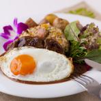食事系のパンケーキやロコモコ、バーガー類、肉料理のプレートなど、テイクアウトメニューもあります。