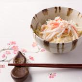 土鍋で炊きあげた『ズワイ蟹と慈姑の炊き込みご飯』