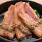 栄養豊富でジューシーな『鉄板厚切りホエー豚のソテー』