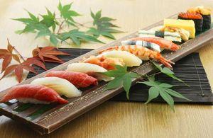 贅沢なネタがずらり! 充実内容でこの価格が嬉しい『特選寿司』