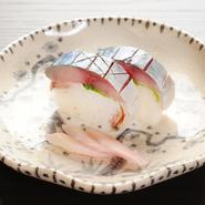夜のコースに6~7貫含まれる寿司のなかでも、特に人気なのは脂の乗った鯖が楽しめる鯖寿司なのだとか。