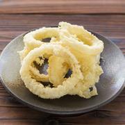 甘くって肉厚な淡路島たまねぎの天ぷら!!天ぷらにして熱を加えることにより甘さが引き立ちます 揚げたてサクサクの淡路島天ぷらをまずはそのままでお召し上がりいただきさらに島のお塩をつけてお楽しみください。